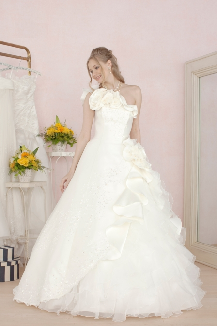 プリンセスラインのウエディングドレスを紹介